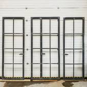 Další kolekce dveří je hotová. Tyto jsou 2.6m vysoké😉 uzavírání je na magnetický systém bez zámku, takže nic neruší tenké linie. Jinak se částo ptáte na profil. Neděláme žádné tlusté profily, jako se dělají z hliníku, například 4.5cm, protože se zárubní byste měli skoro 10cm ohavu🤮 naše profily jsou tenoučké 2cm😉 #architecture #architektura #architekt #architekti #architektka #bytovydesigner #bytovydizajner #dizajner #designer #архитектура #архитекторы #архитектор